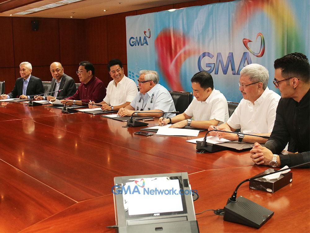 Revillame renews his contract with GMA Network