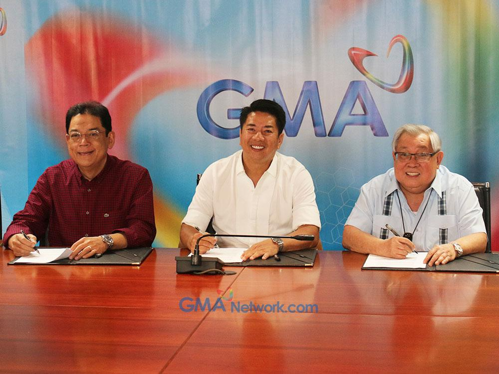 Willie with big bosses of GMA Network